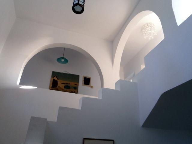 Hauts plafonds, architecture locale et les brises fraîches.