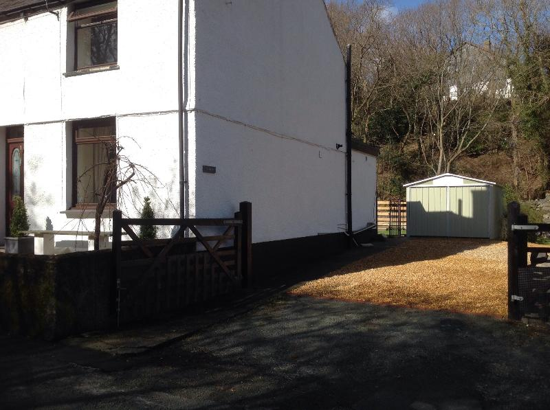 Ty Gwyn , with its garage and ample off road parking