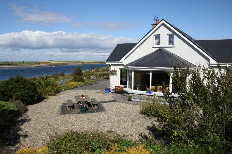 Galway Bay Lodge / Cuan Beag, holiday rental in Fanore