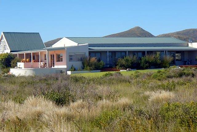 Stunning views of mountains, sea and fybos near Hermanus in the Western Cape - luxury selfcatering