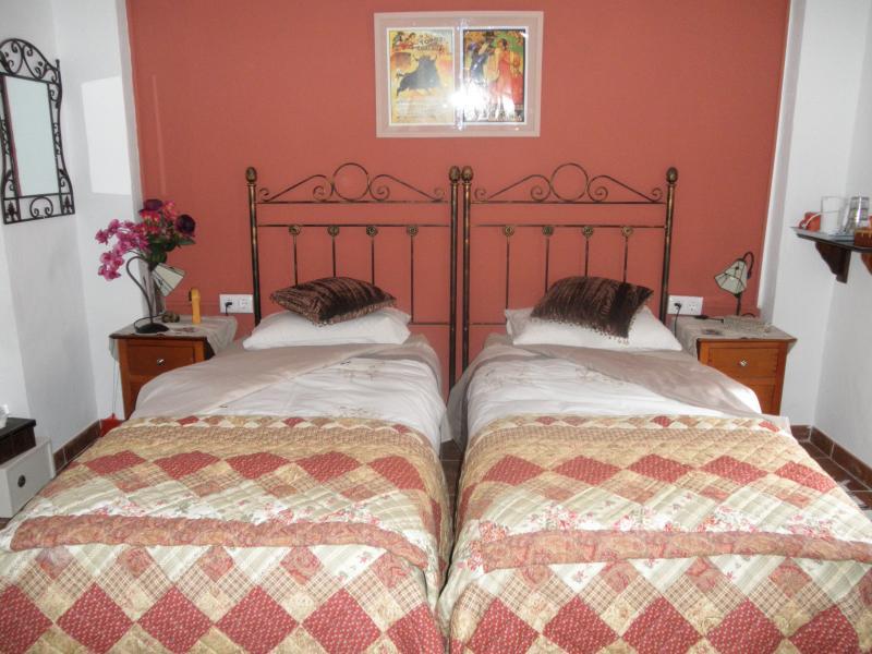 Casa Oasis 2 - dormitorio con dos camas