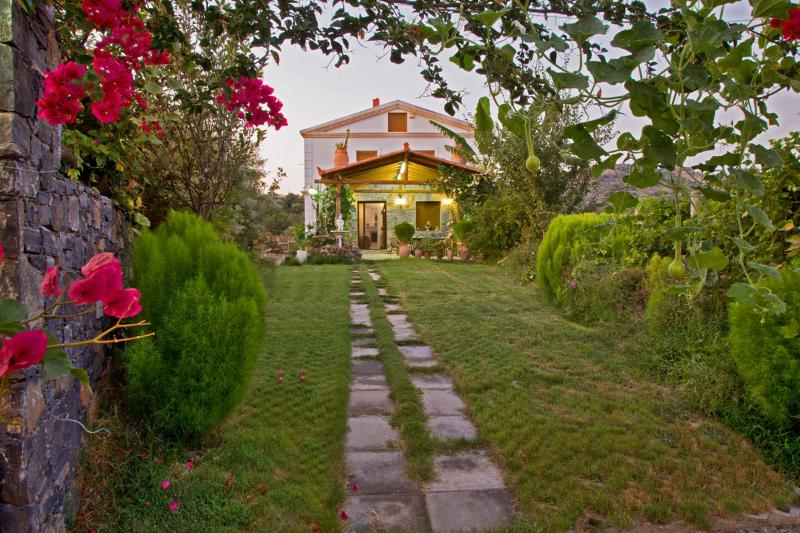 The path that leads to the villa!