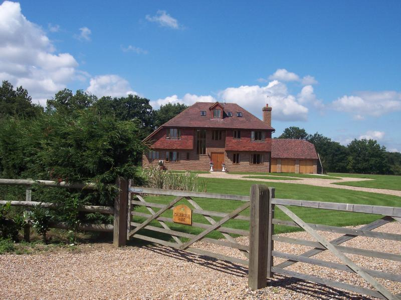 Tudor Style Farmhouse in a beautiful rural location Nr Tenterden. Sleeps 8 -24, location de vacances à Headcorn