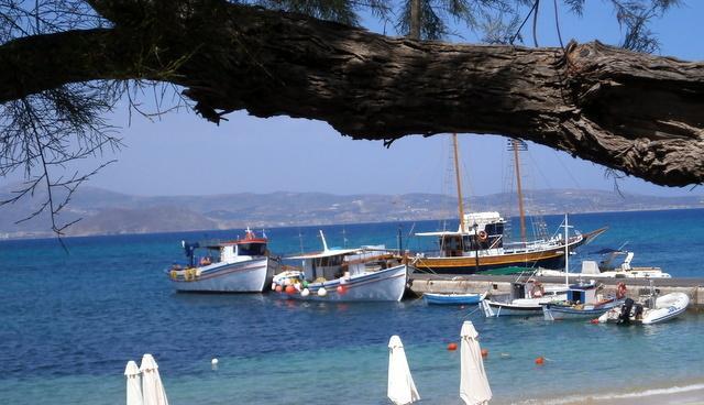 Amazing Agia Anna beach leading to Agios Prokopios