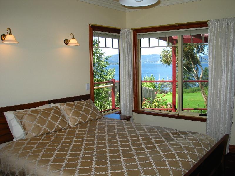 Apollo cottage bedroom