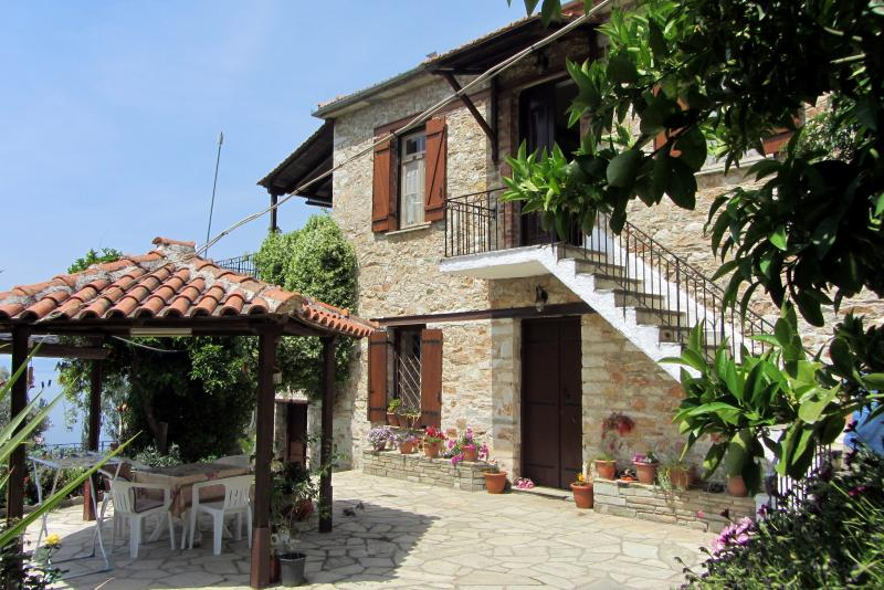 Tsorni Hill Cottage K • Lefokastro, Pelion, holiday rental in Kalamos