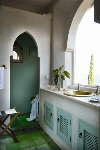 Ensuite bathroom with stunning view to the castle in Gaucín
