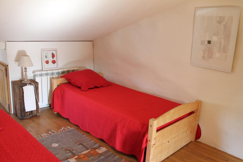 3rd level, second bedroom with two twin beds