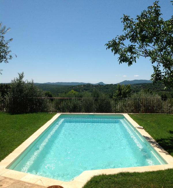 Pool and panoramic south view on the Estérel mountains