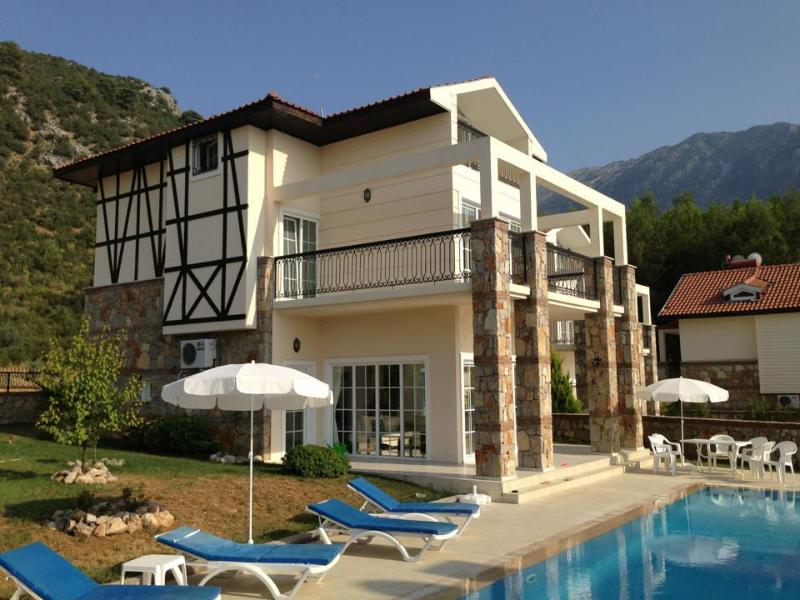 Luxury Villa, all en-suite bedrooms; Large Private Pool.  Wonderful views
