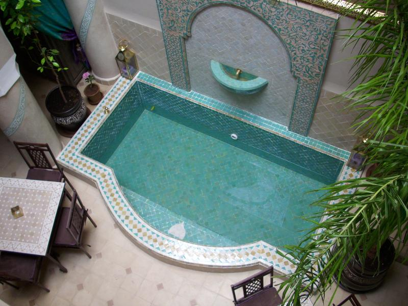 traditionnal zelliges swimming pool