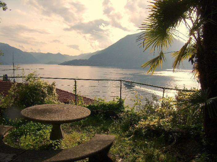 lakeviews de jardines en Varenna