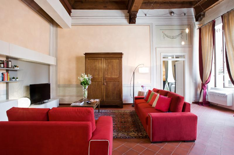 Orsucci romantic apart in Lucca historical center, holiday rental in Lucca