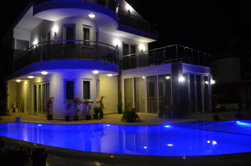 Dalyandream at night underwater pool lights and heated jacuzzi