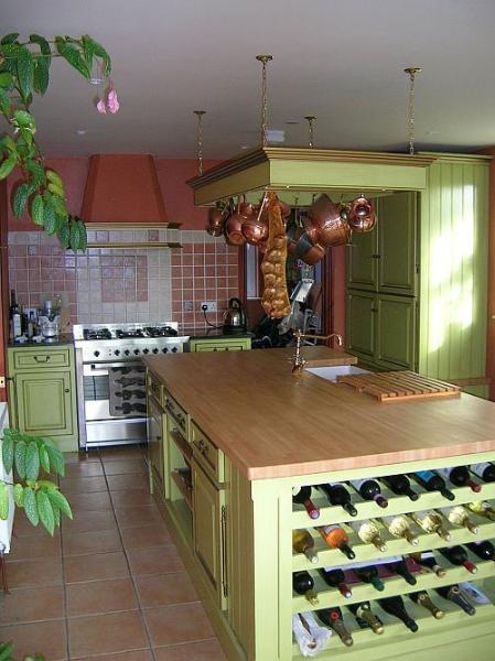 Que las señoras amarán nuestra cocina de diseño de estilo francés! Podemos organizar comidas para usted también!