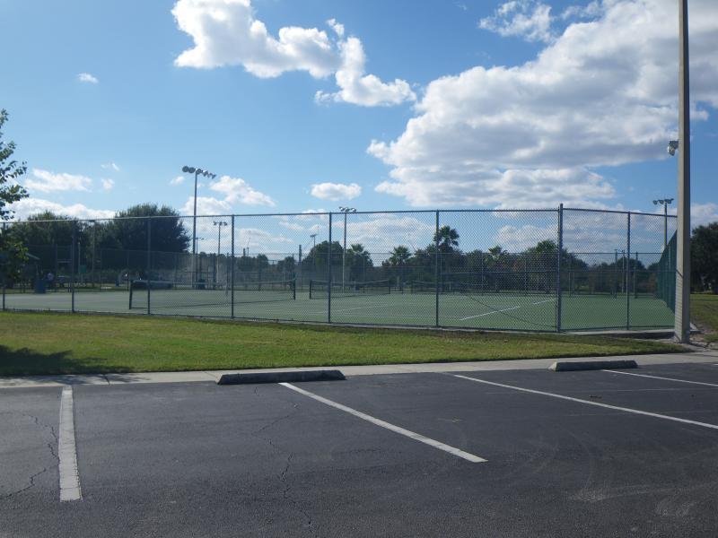 Lakeside Estate Community Park, tennis courts