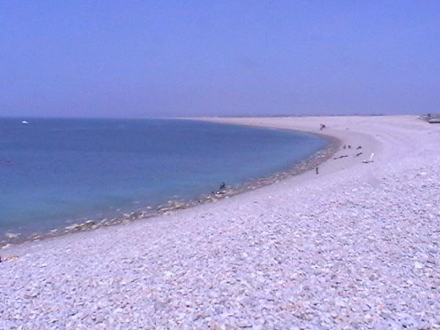Chesil Beach est une plage de galets longue de 18 milles qui s'étend de Portland à West Bay, dans le Dorset.