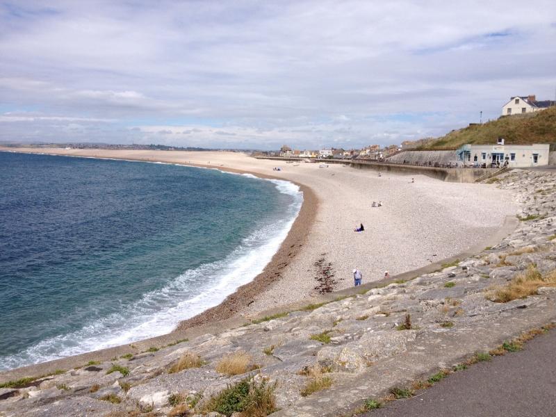 Même en plein été, la plage n'est jamais bondée. Cette photo a été prise à 12:54 le lundi 28 juillet 13.