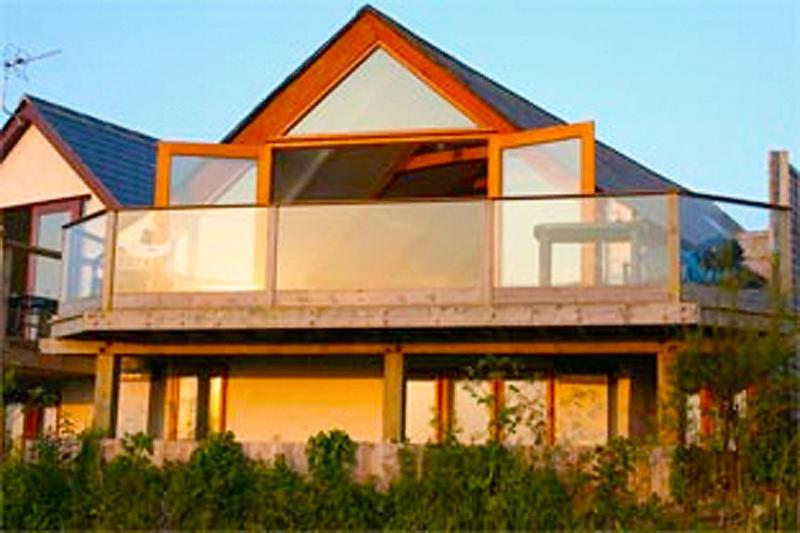 The Beach House - Fistral - Rockpool Holidays, vacation rental in Newquay