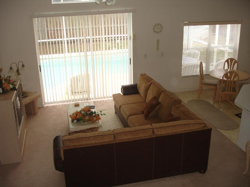 Spacious family room Lindfields