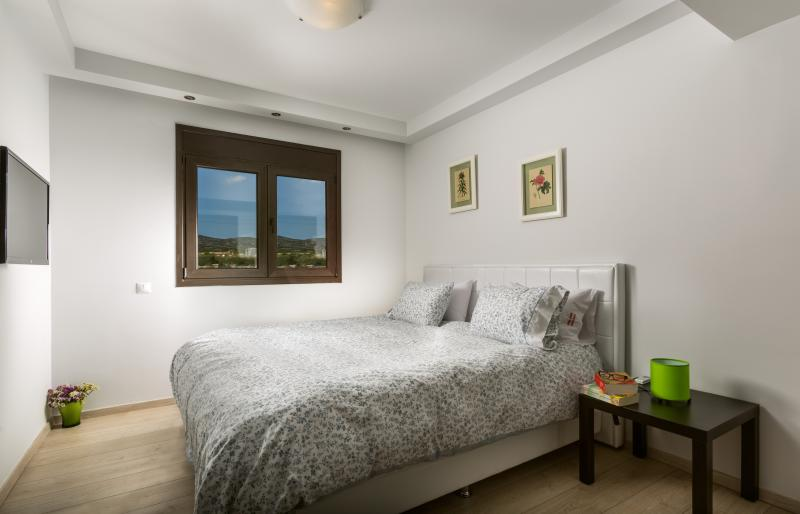 2nd Bedroom with King Size Luxury Bed