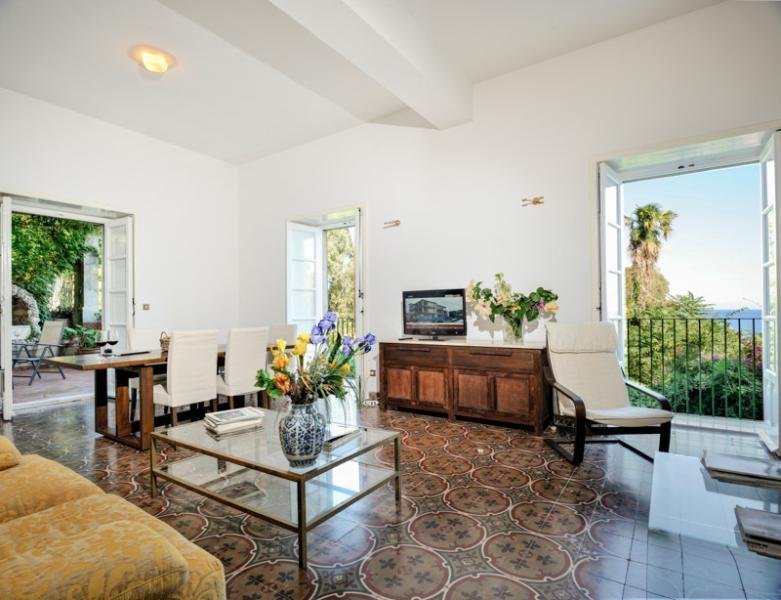 Sea at your doorstep! Apartment Glicine, alquiler de vacaciones en Patti
