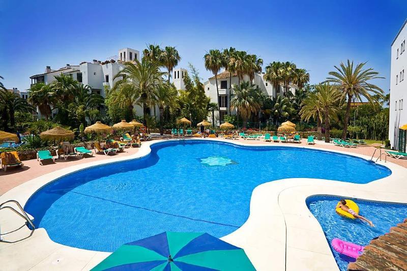 Elviria 2 bedroom Apartments on Alanda Club Marbella, aluguéis de temporada em Elviria