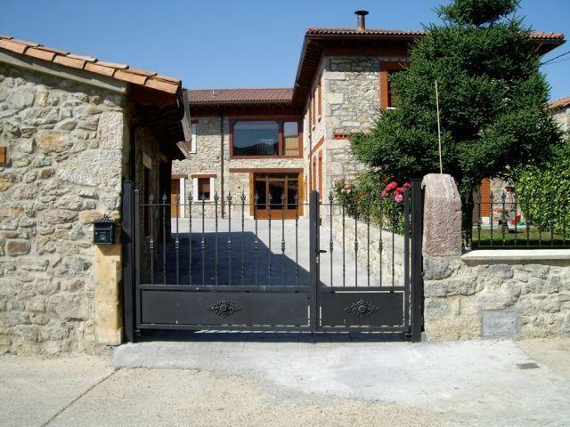 Ideal para grupos de 10 personas en Pallide, holiday rental in Vegacerneja