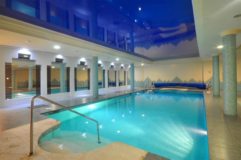 Indoor Pool with Jacuzzi & Gym