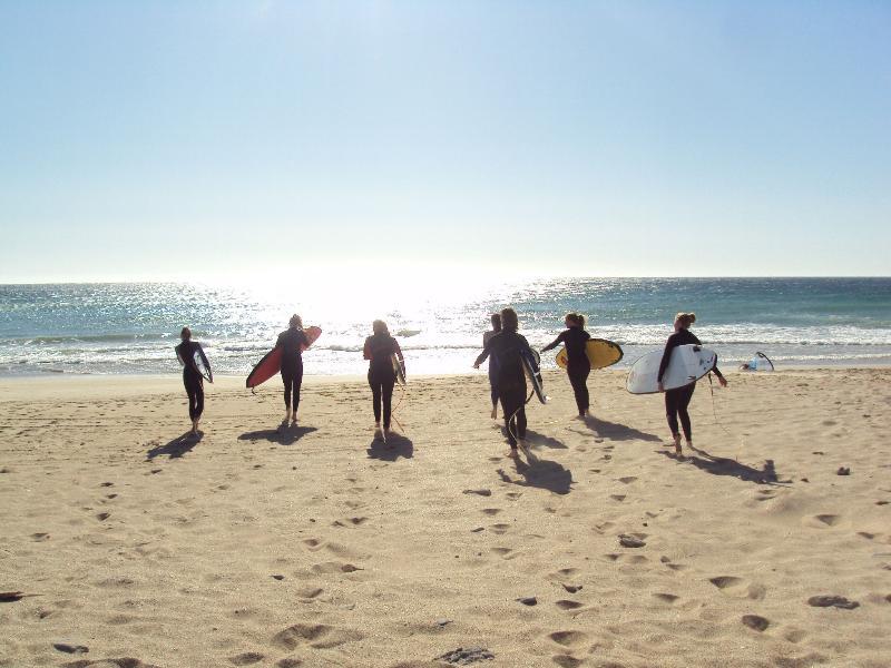 Surfar escolas muito próximos. Praia 2 minutos a pé.