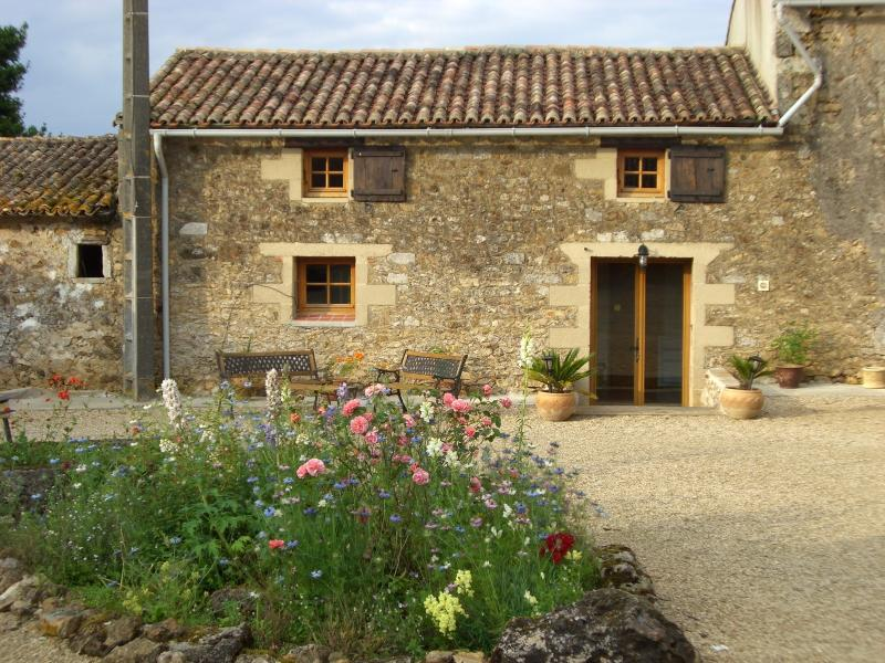 The East Wing, holiday rental in Saint-Germier