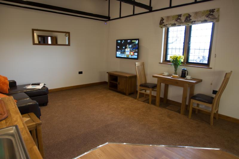 Elm at Hill Top Farm Lodges, vacation rental in Chertsey