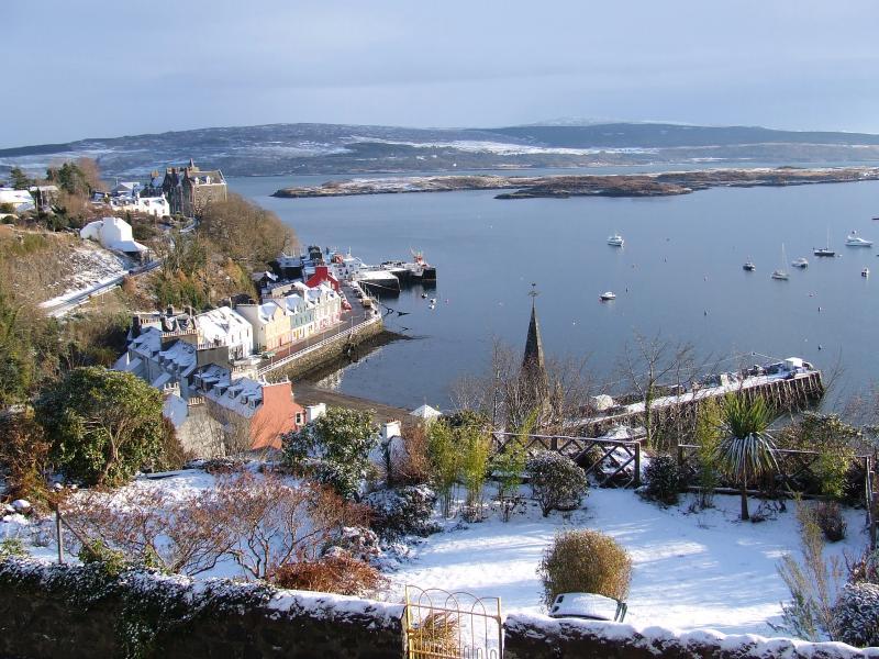 Vue de la jetée et le ferry de Kilchoan (d'Ardnamurchan) de cottage Aisling