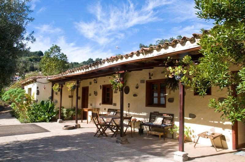 wonderful house in the mountain 15k from the coast, aluguéis de temporada em Fontanales