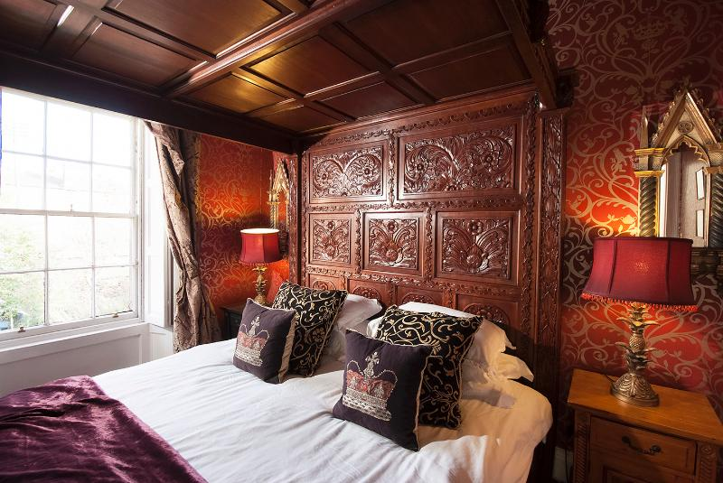 moulin rouge gothic bedroom