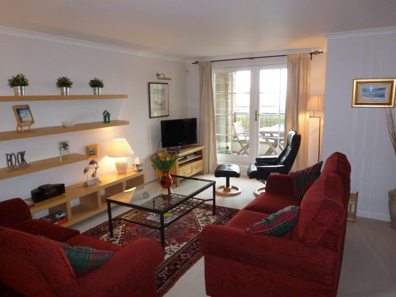Lounge with flatscreen TV (Sky Sports/Entertainments/HD Package) with views of Firth of Forth