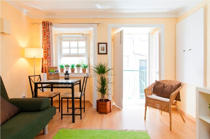 Flowers Apartment in trendy and Principe Real, holiday rental in Montijo