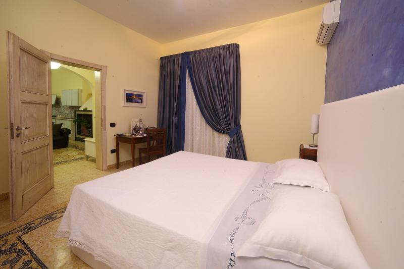 Double room king size bed