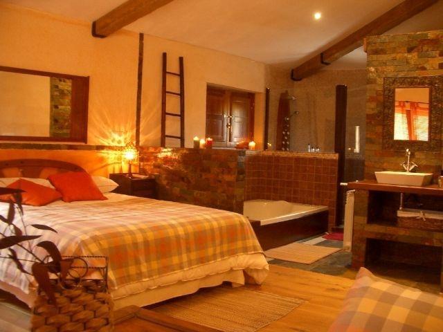 SUITE  con jacuzzi doble y ducha escocesa, dispone de sofa cama tambien y una gran terraza, tv-dvd