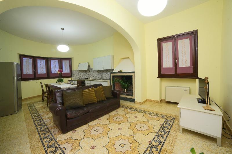 Villa nel cuore sud Salento fra JONIO e ADRIATICO, vacation rental in Taurisano