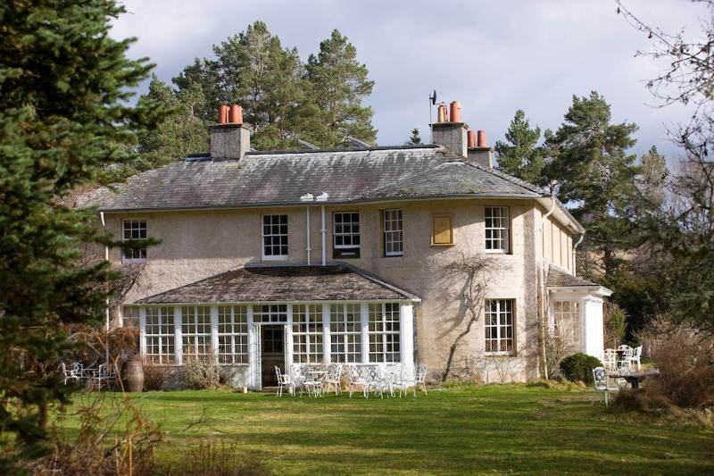 Inshriach House, Edwardian Manor House in Cairngorms national park., location de vacances à Aviemore