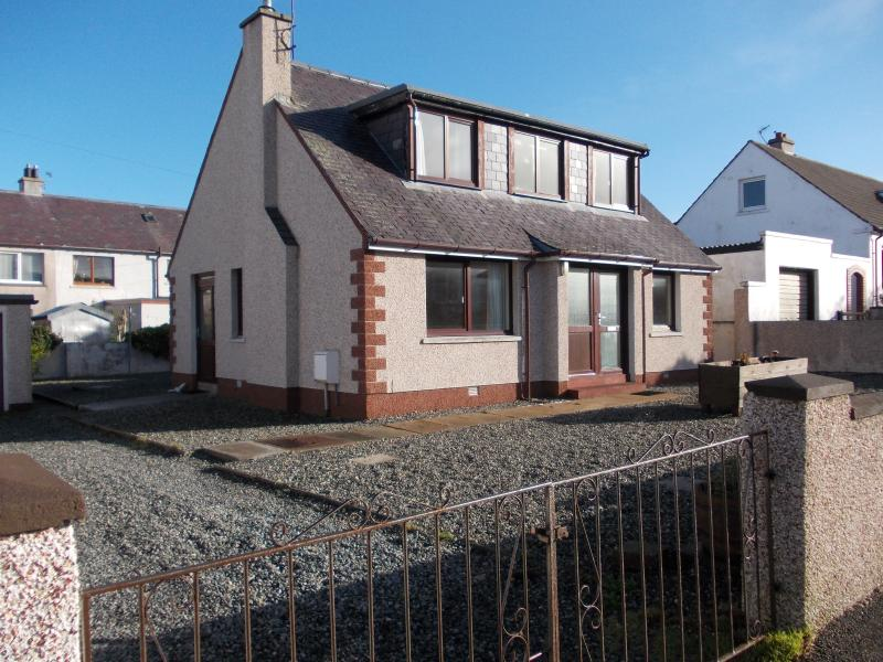 34 Barony Square - Large spacious house - nice quite area - plenty off road parking and garage