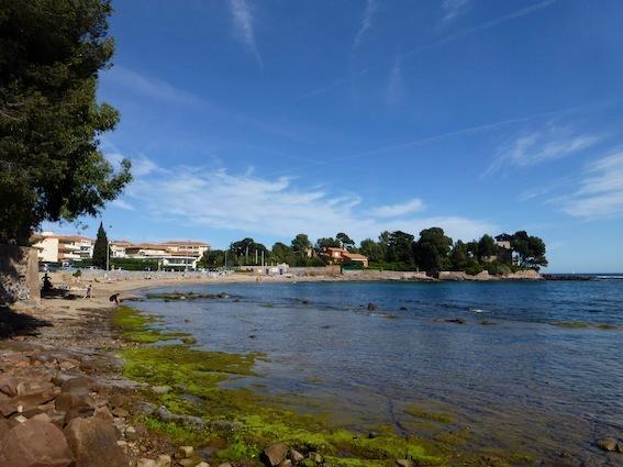 La Péguière beach, 5 mns walk from the studio