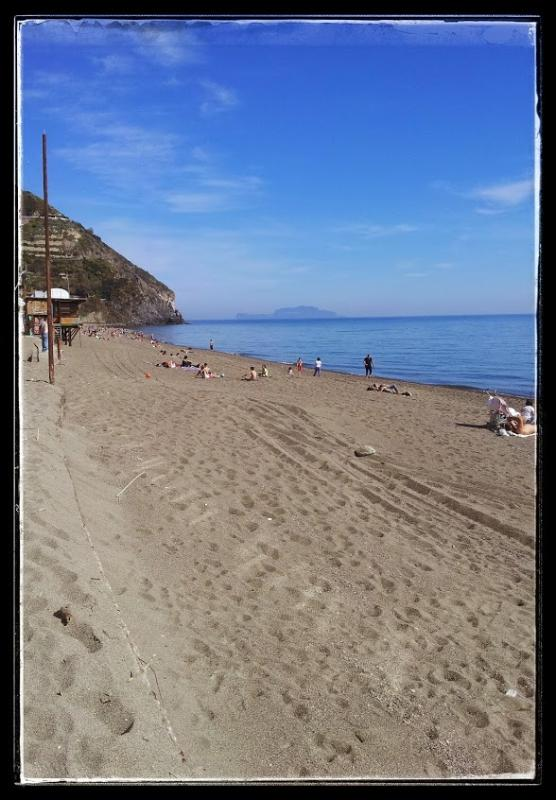die Insel Capri-Ansicht vom Strand von der Marontis