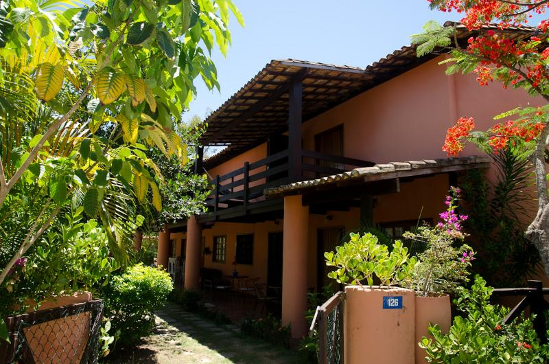 Blue sky and beaultiful flowers all year long - come on and enjoy your vacations here!