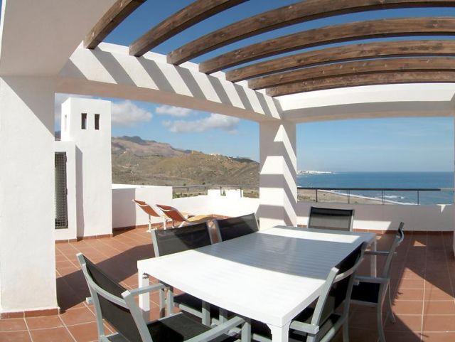 Apartamento lujo con terraza de 60 metros con vistas al mar y en primera linea, holiday rental in Mojacar
