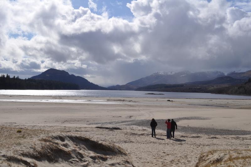 Playa de Laggan con vistas al oeste hacia Creag Meagaidh