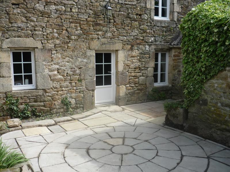 An uncluttered Courtyard