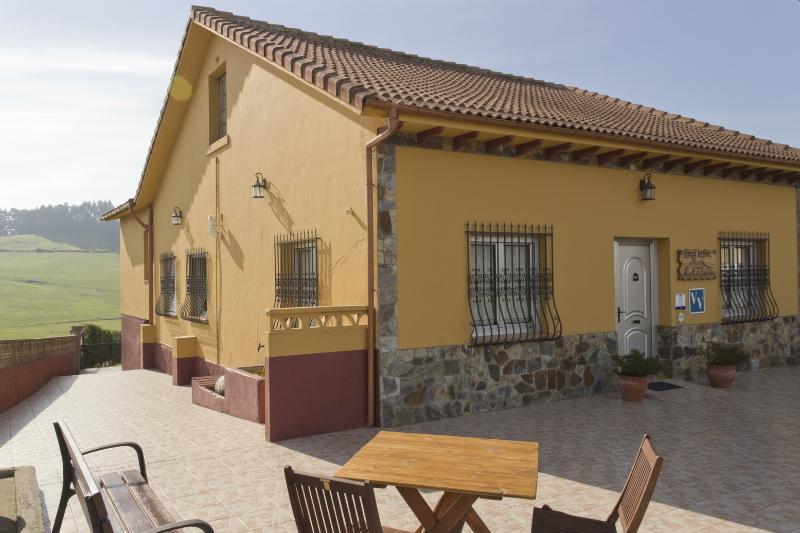 Casa rural María la Carbayeda, location de vacances à Gozon Municipality