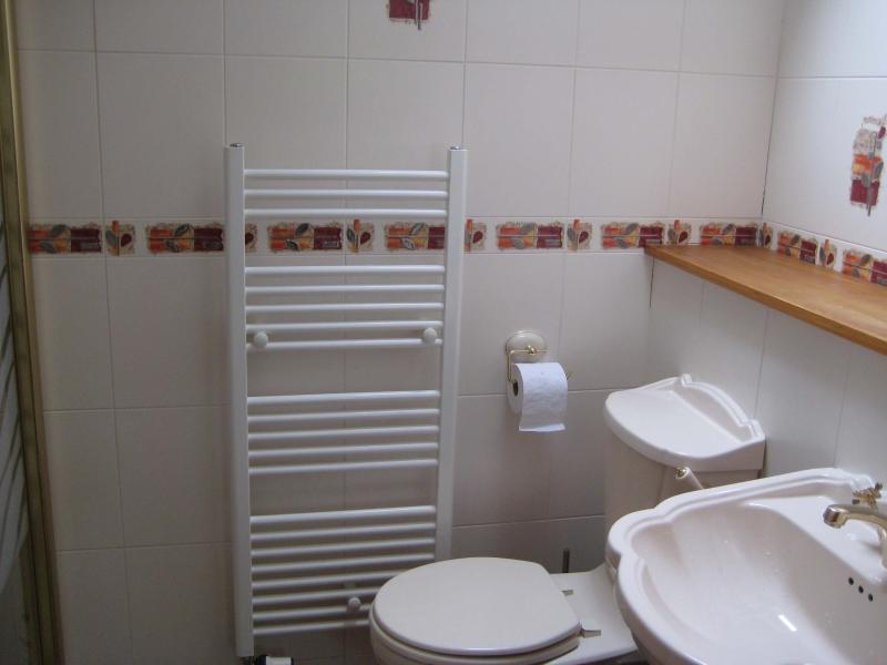 Salle d'eau avec salle de bains